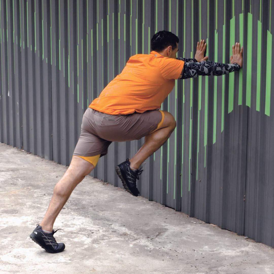 推墙快速高抬腿图片